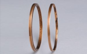 Figure 1: Oil rings are not a state-of-art component. Note new ring on left, badly worn ring on right